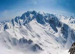 Tranh tuyết trắng trên đỉnh núi